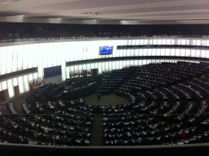 l'hémicycle du parlement pendant le vote des députés européens