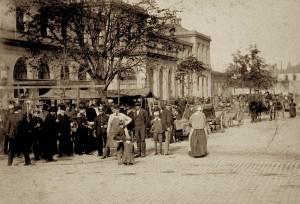 Strasbourg marche aux puces devant ancienne gare 1885