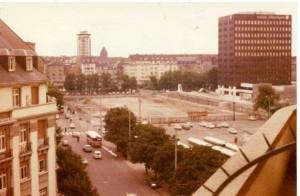 L'ancienne gare a été rasée, le Centre Halles n'est pas encore bâti