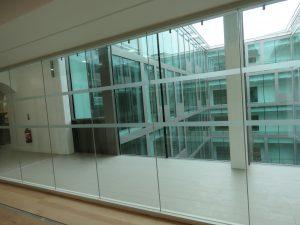 jeu-lumière-vitre-patio