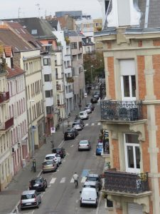 rue Fossé Treize, vue du Tribunal