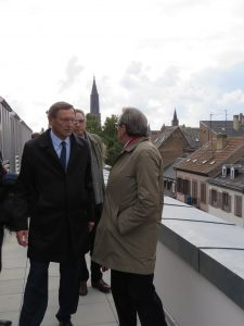 Monsieur Ries, Monsieur Hermann et Monsieur Garçès sur le toit du Tribunal
